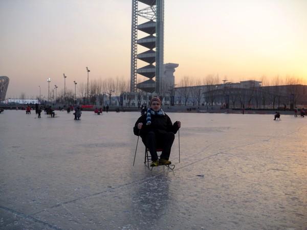 Martin sur une chaise à glace à Pékin