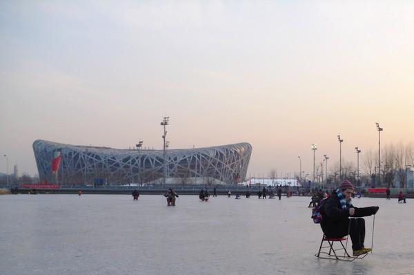 Martin sur une chaise à glace et stade Olympique de Pékin