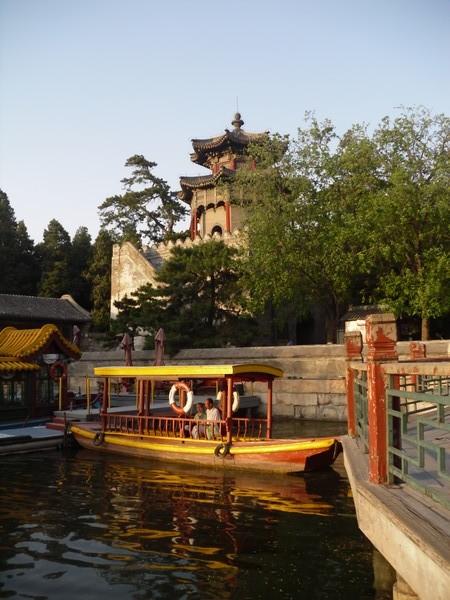 Bateau et lac de Kunming, palais d'été (Yiheyuan), à Pékin